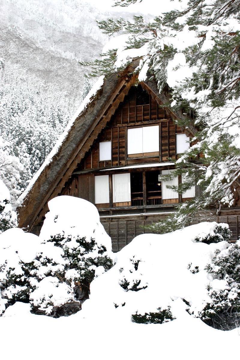 昔はどこにでもみられた日本の冬の風景 白川郷 ③
