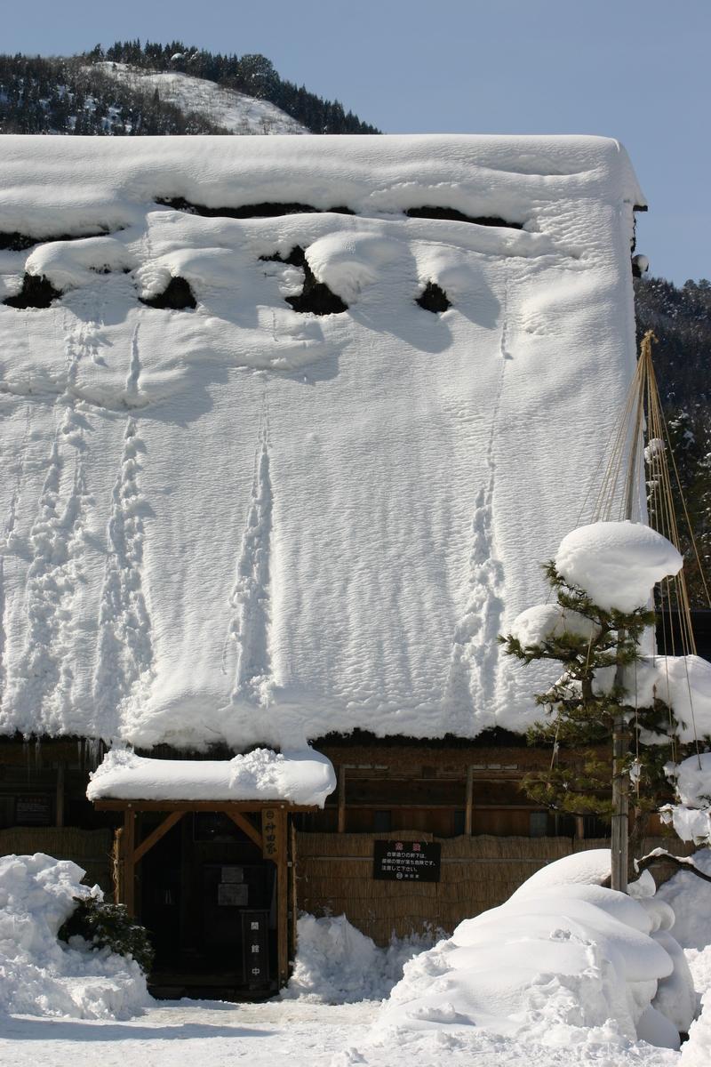 ここは雪が無いと絵にならない白川郷 ②