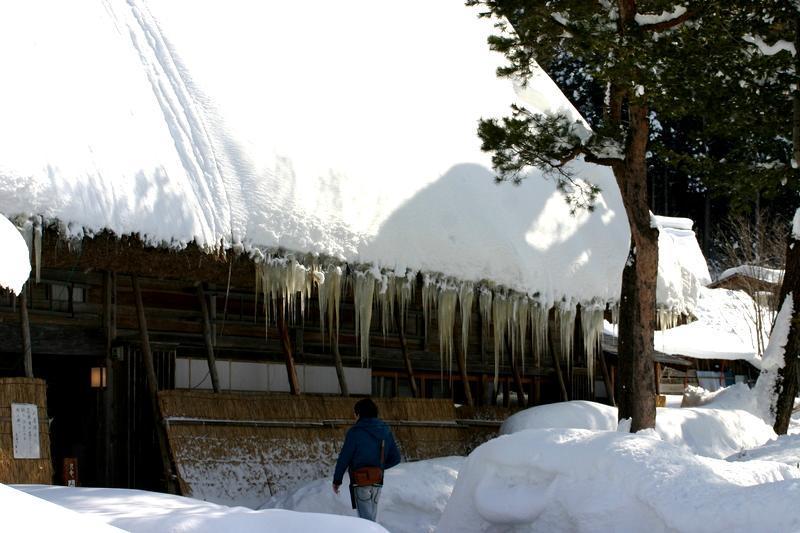 ここは雪が無いと絵にならない白川郷 ③