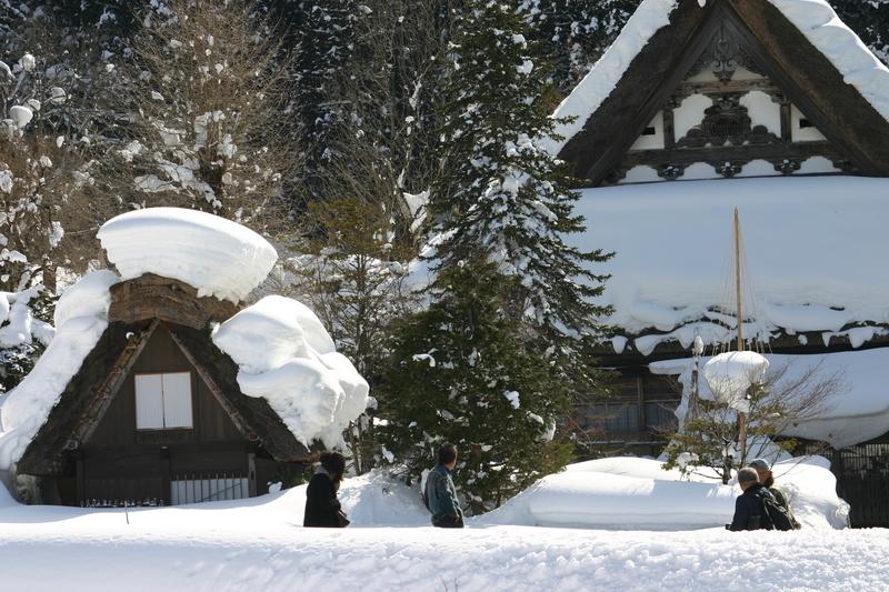 ここは雪が無いと絵にならない白川郷 ④