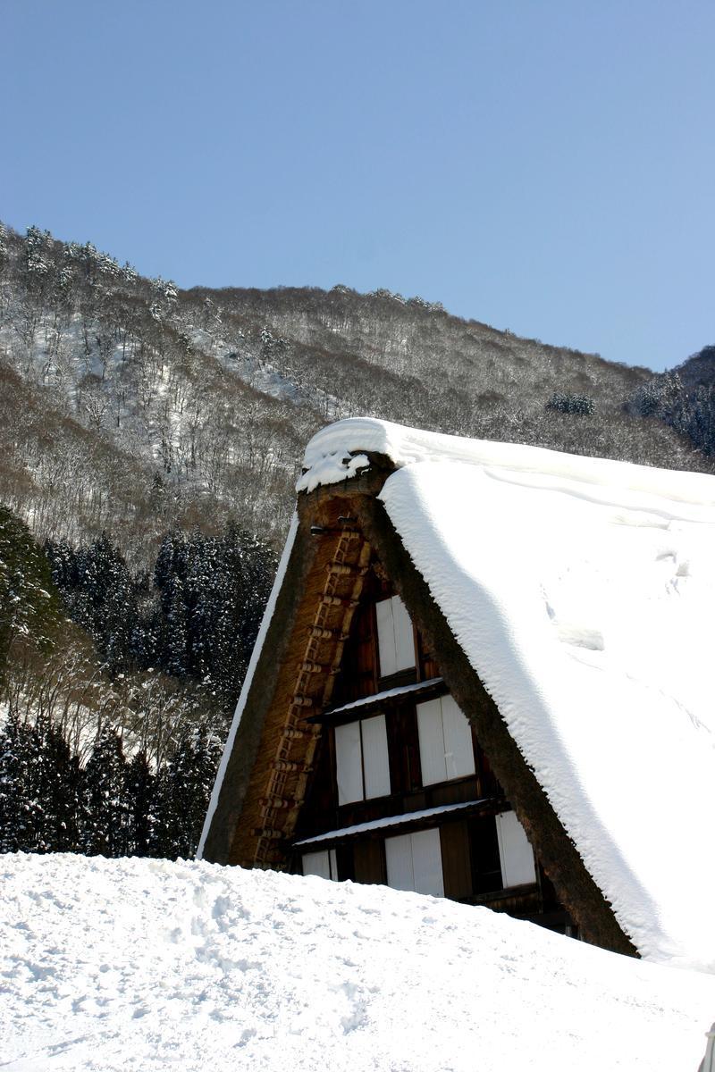 ここは雪が無いと絵にならない白川郷 ⑩