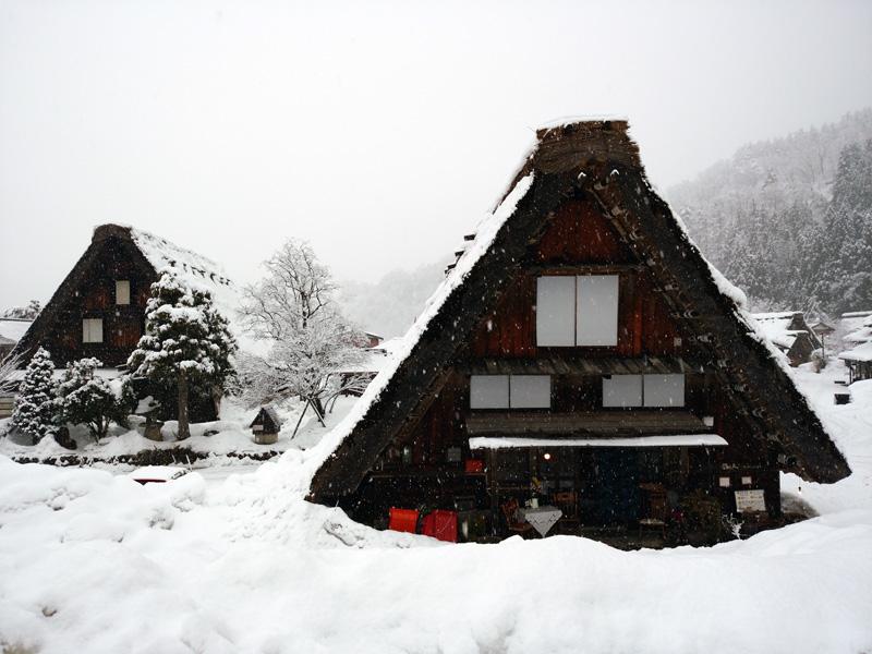 冬の白川郷は寒い、でも、静けさの中だからこそ ②