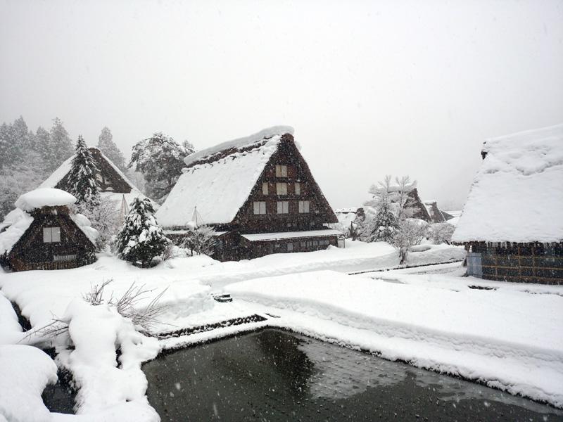 冬の白川郷は寒い、でも、静けさの中だからこそ ④