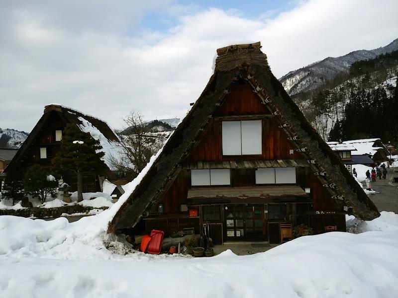 冬の白川郷の雪景色と夜のライトアップ ①
