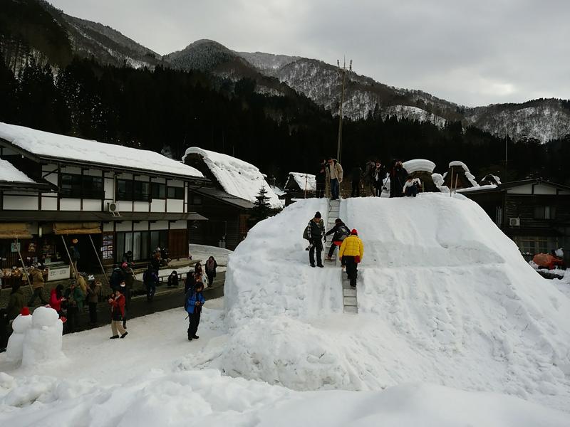 冬の白川郷の雪景色と夜のライトアップ ②