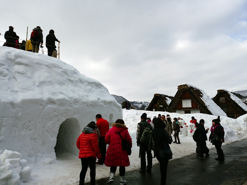 冬の白川郷の雪景色と夜のライトアップ ④