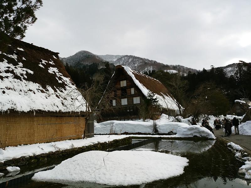 冬の白川郷の雪景色と夜のライトアップ ⑥