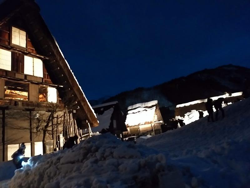冬の白川郷の雪景色と夜のライトアップ ⑦
