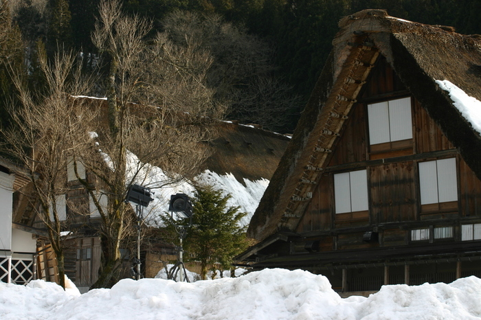 真冬の風物詩 白川郷合掌造り集落のライトアップが1月31日&2月1日始まります ①