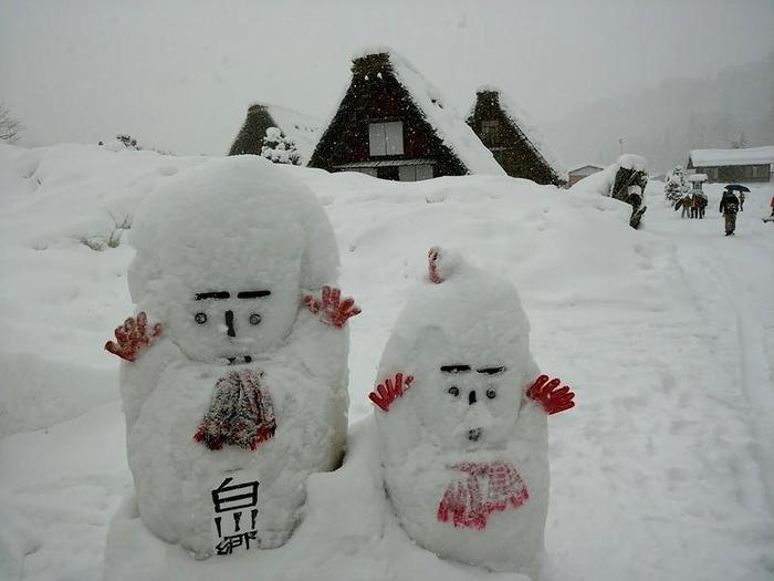 厳しい冬ももう少し 白川郷 ①
