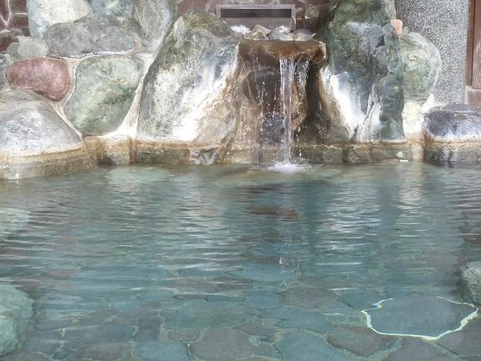 デイリーヤマザキ白川村白川郷店 「大白川温泉 しらみずの湯」ご入浴割引券付きパンフレットを追加 ④