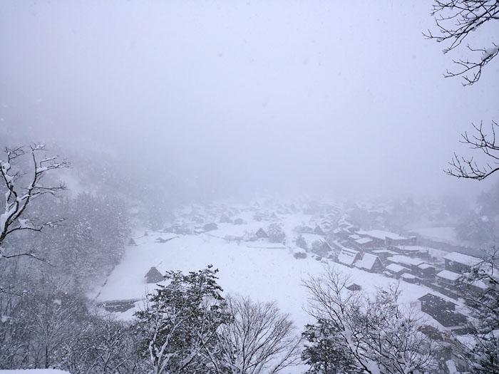 まだまだ冬景色の早春に、ゆっくり白川郷を満喫 ①