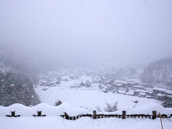 まだまだ冬景色の早春に、ゆっくり白川郷を満喫 ②