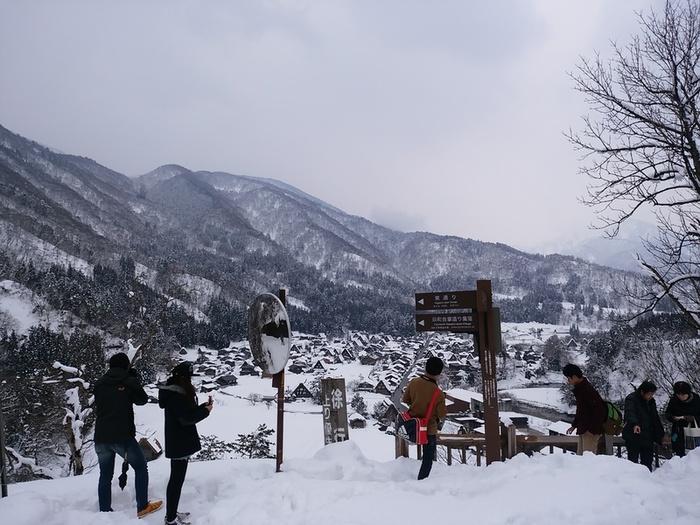 まだまだ雪景色を満喫できる白川郷にも、春の足音がゆっくりと近づいているはず。。②