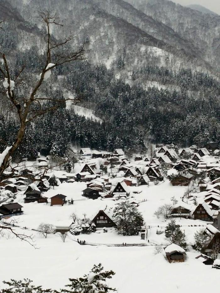 まだまだ雪景色を満喫できる白川郷にも、春の足音がゆっくりと近づいているはず。。③