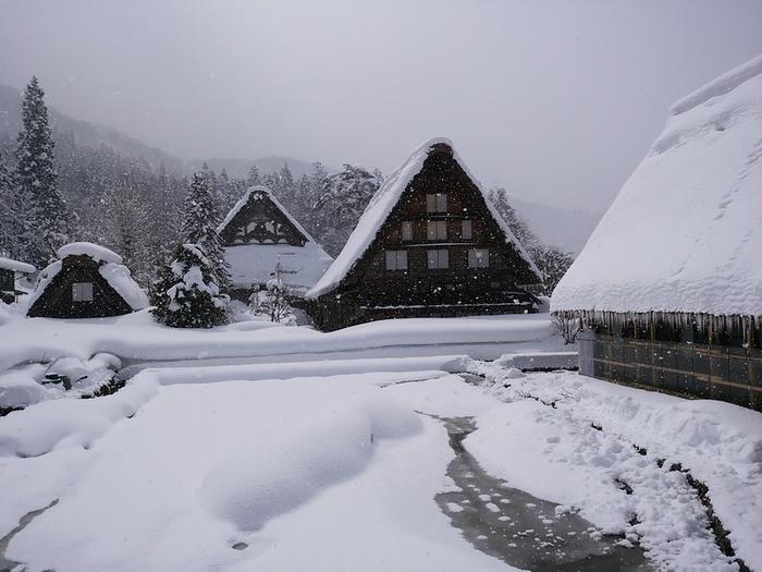 まだまだ雪景色を満喫できる白川郷にも、春の足音がゆっくりと近づいているはず。。⑦