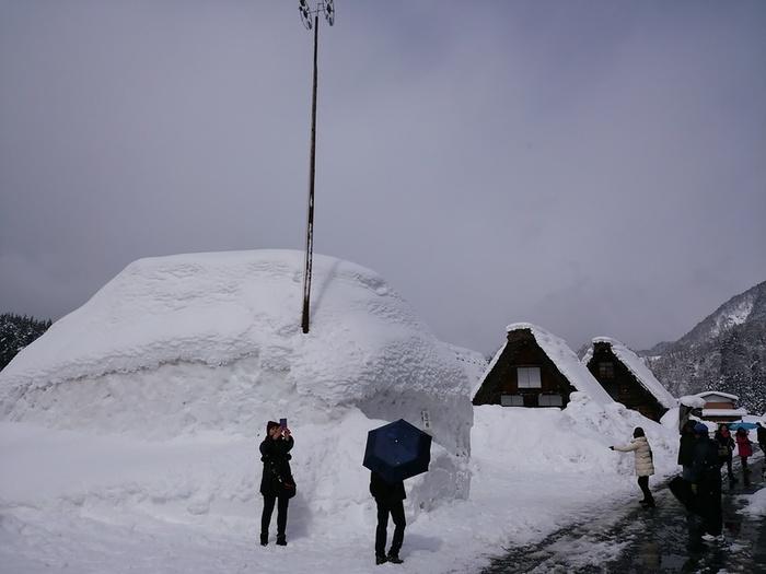 まだまだ雪景色を満喫できる白川郷にも、春の足音がゆっくりと近づいているはず。。⑨