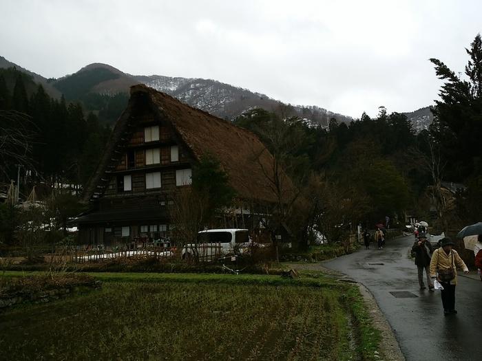 雪解けの雨も降り始めている白川郷 ③