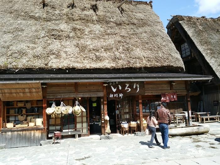 世界遺産白川郷合掌集落内にある お食事処 いろり に「大白川温泉しらみずの湯」割引券付パンフレット設置して頂きました ④