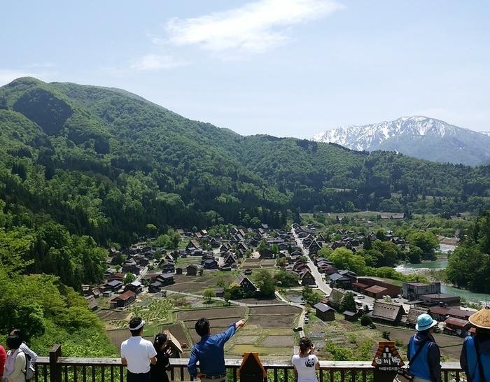 初夏の涼しい白川郷では合掌集落内のお散歩や白川村周遊、展望台の眺めなど気持ちのいい季節 ①