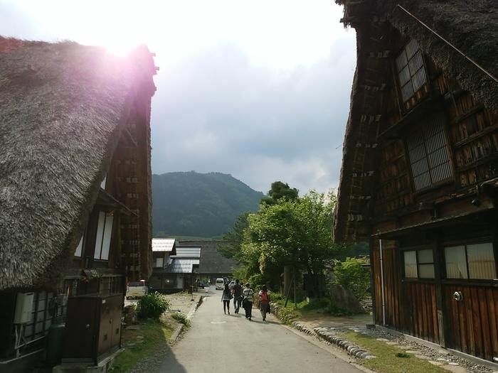 日本の昔話のような風景を見せる白川郷 ③