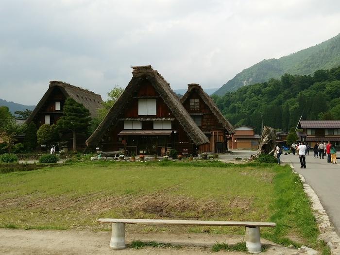 日本の昔話のような風景を見せる白川郷 ④