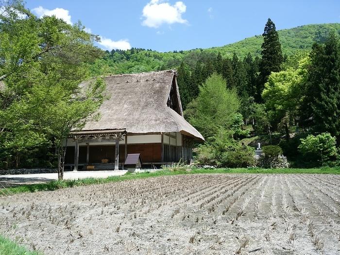 日本の昔話のような風景を見せる白川郷 ⑤