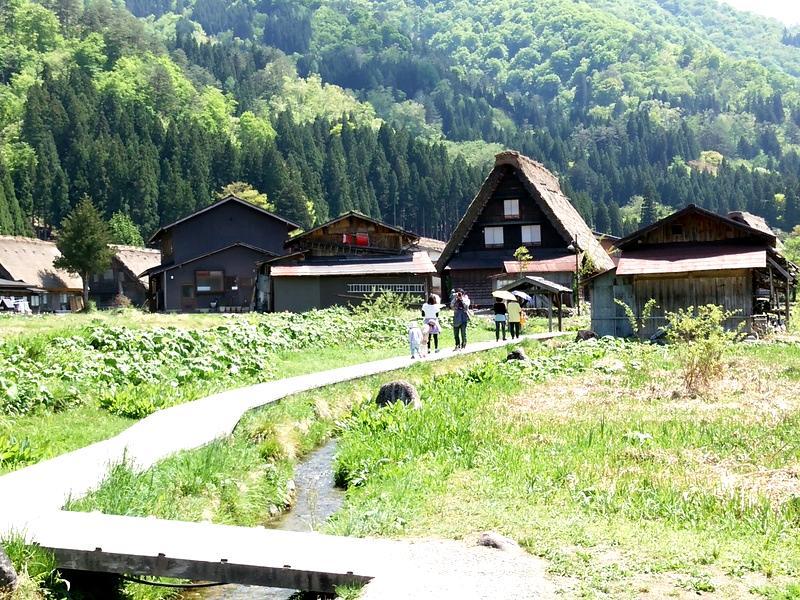 日本の昔話のような風景を見せる白川郷 ⑥
