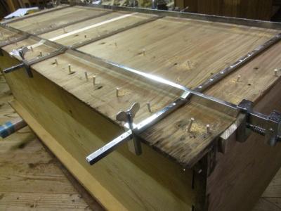 桐たんす修理、本体裏板の割れの修復