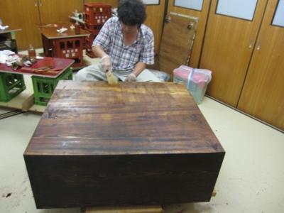 漆塗り直し、箪笥再生、生漆を浸み込ませて、木地を固める