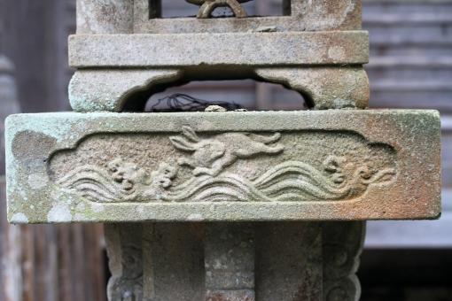 粟島神社の波乗りウサギ