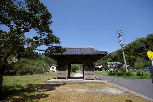 成相寺の仁王門