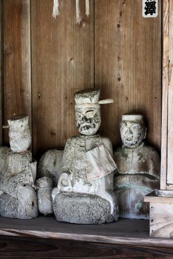 観音堂の神像