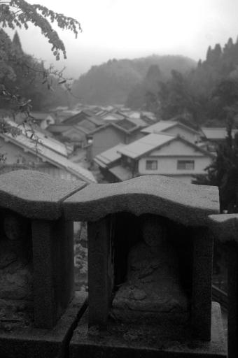 雨の観世音寺