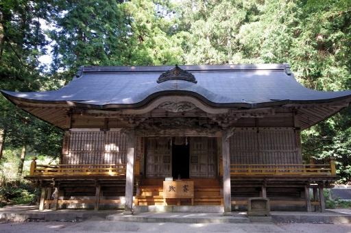縄久利神社拝殿