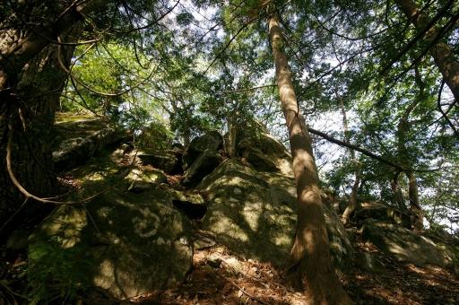 飯盛山山頂付近の巨石群