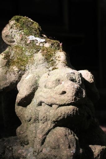 縄久利神社奥の宮の狛ワンコ
