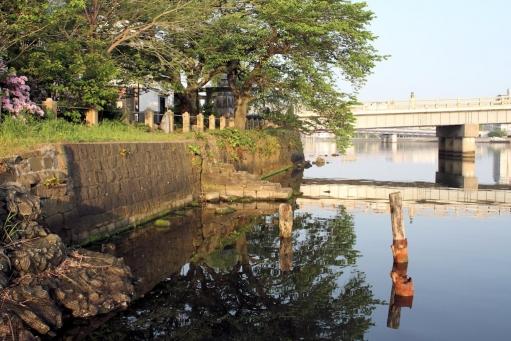 大橋近くの石段