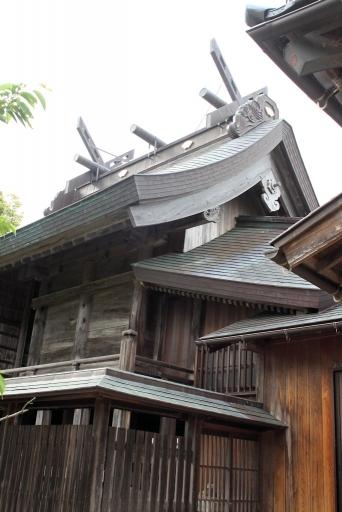 爾佐神社本殿