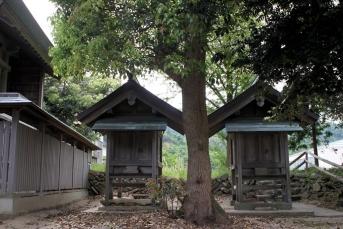 爾佐神社の境内社