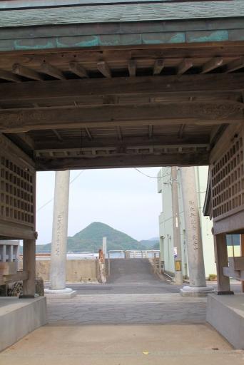 随神門から見た麻仁曽山
