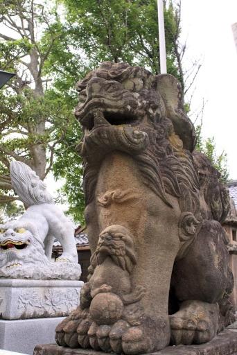 爾佐神社の狛ワンコ