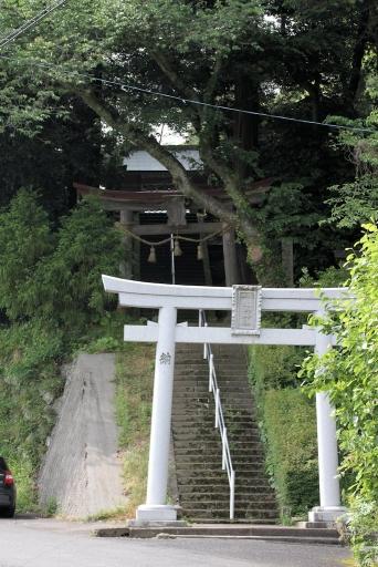生馬神社参道