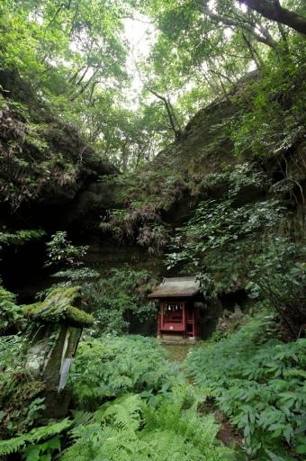 枯れ滝と蔵王堂