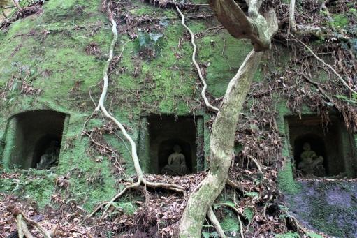 岩窟の羅漢像