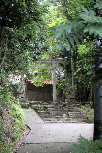 西生馬神社参道