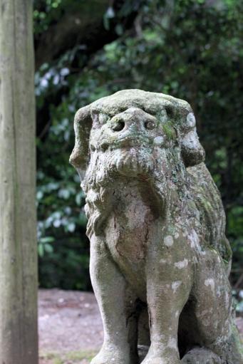 西生馬神社の狛ワンコ