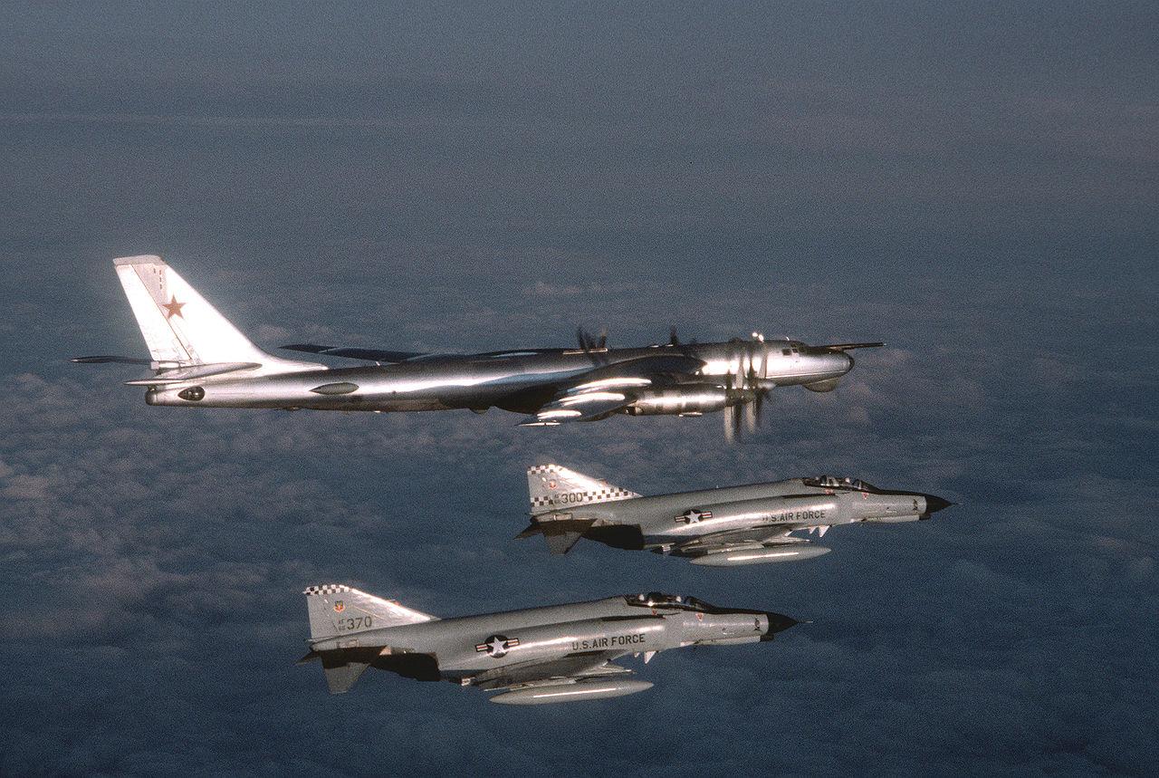 1280px-F-4Es_57FIS_Tu95D_1980.jpeg