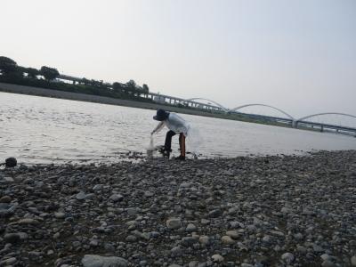 川から拾う