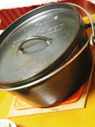 新潟ユニフレーム社製のダッチオーブン(10インチスーパーディープ)